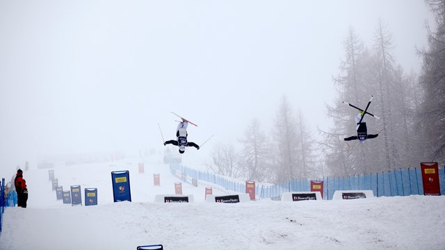 The men's mogul preliminary rounds took place at the FIS Freestyle World Cup in Airolo today - but then the fog closed in ©FIS