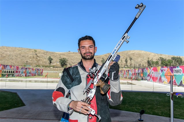 Akhil Sheoran claimed India's fourth gold medal of the ISSF World Cup in Guadalajara after climbing atop the men's 50 metres rifle three positions podium today ©ISSF