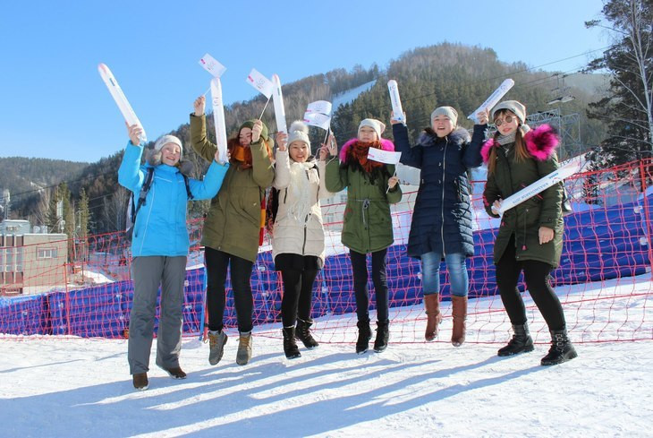 Schoolchildren given skiing lessons in Krasnoyarsk as part of 2019 Winter Universiade education programme