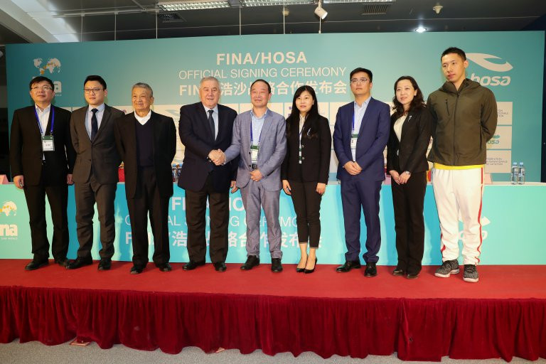 The extended agreement was signed at the FINA Diving World Series opener in Beijing ©FINA