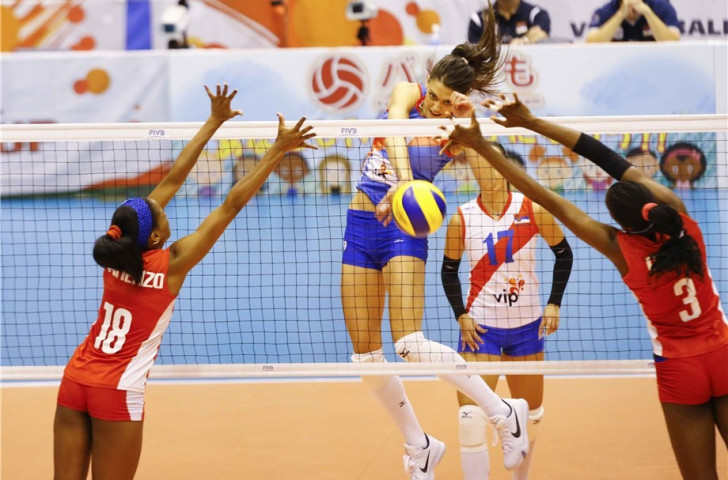 Serbia kept themselves firmly in contention with a straight-sets win against Cuba