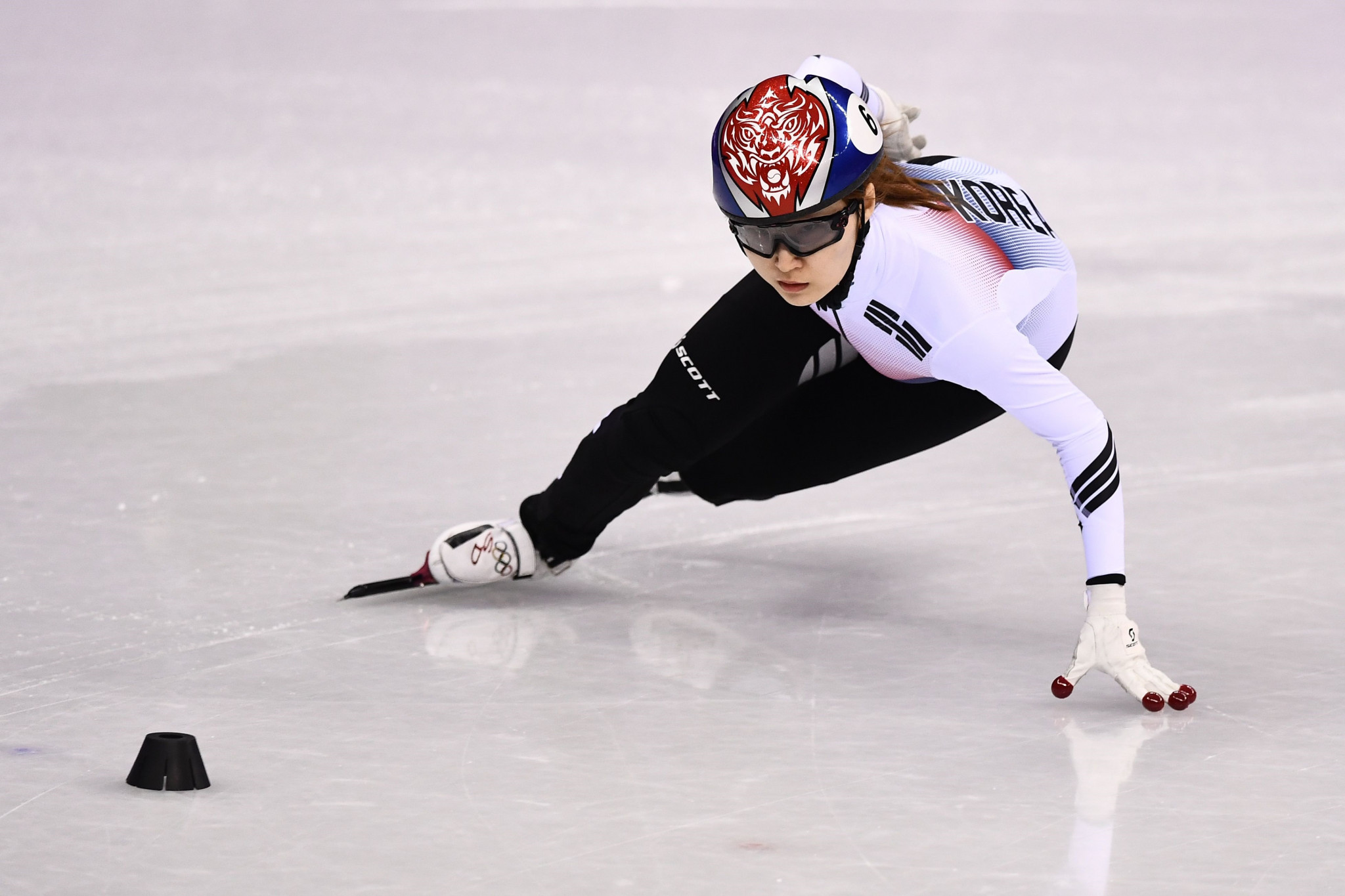 Choi makes it a hat-trick of gold medals as South Korea dominate final day of World Short Track Speed Skating Championships