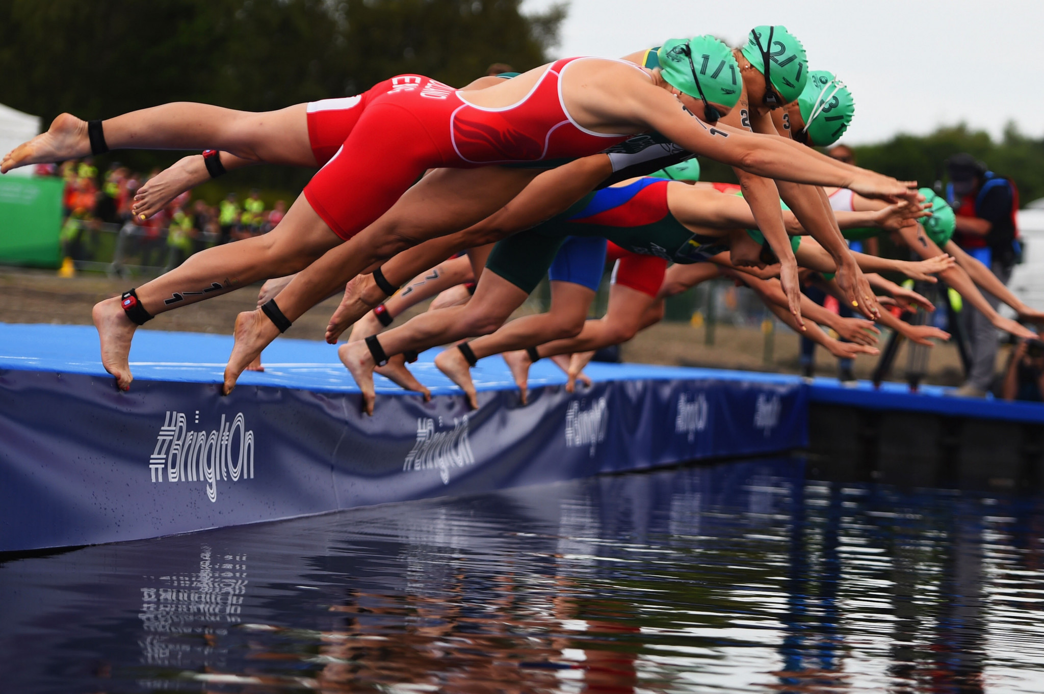 Triathlon action at Strathclyde Country Park during the Glasgow 2014 Commonwealth Games ©Getty Images