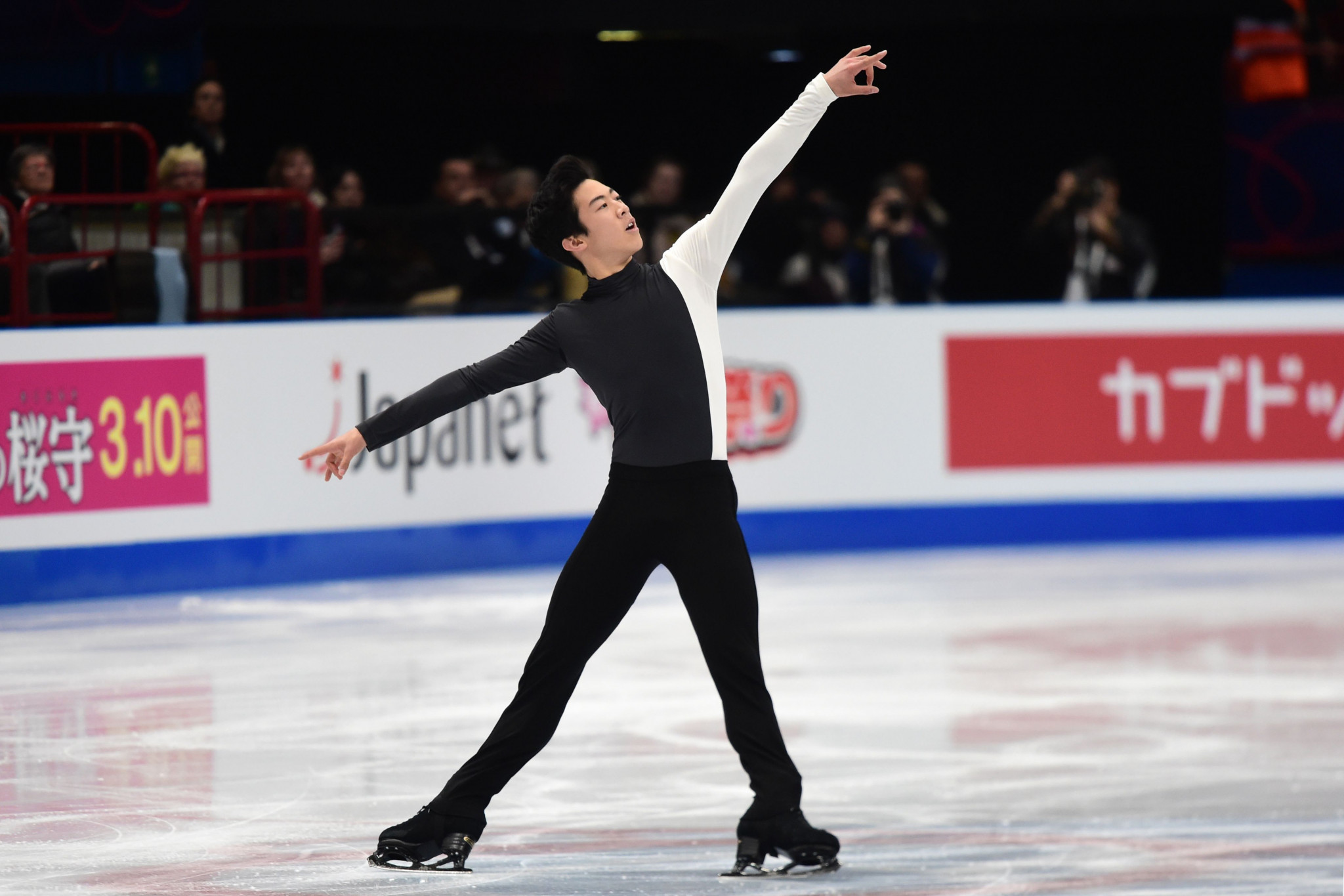 Nathan Chen leads the men's event at the halfway stage ©Getty Images
