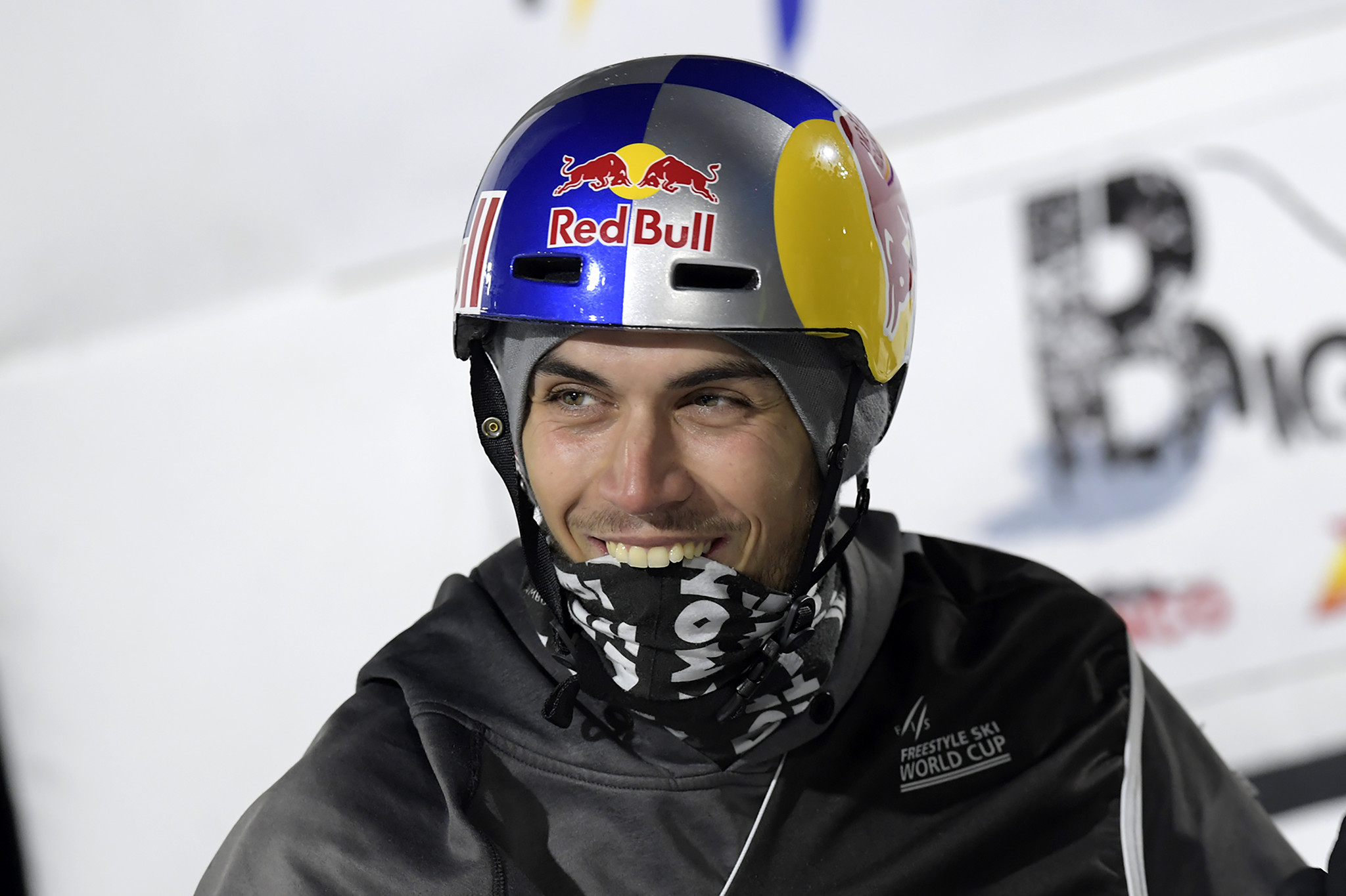 Joint leaders both reach final at FIS Big Air World Cup