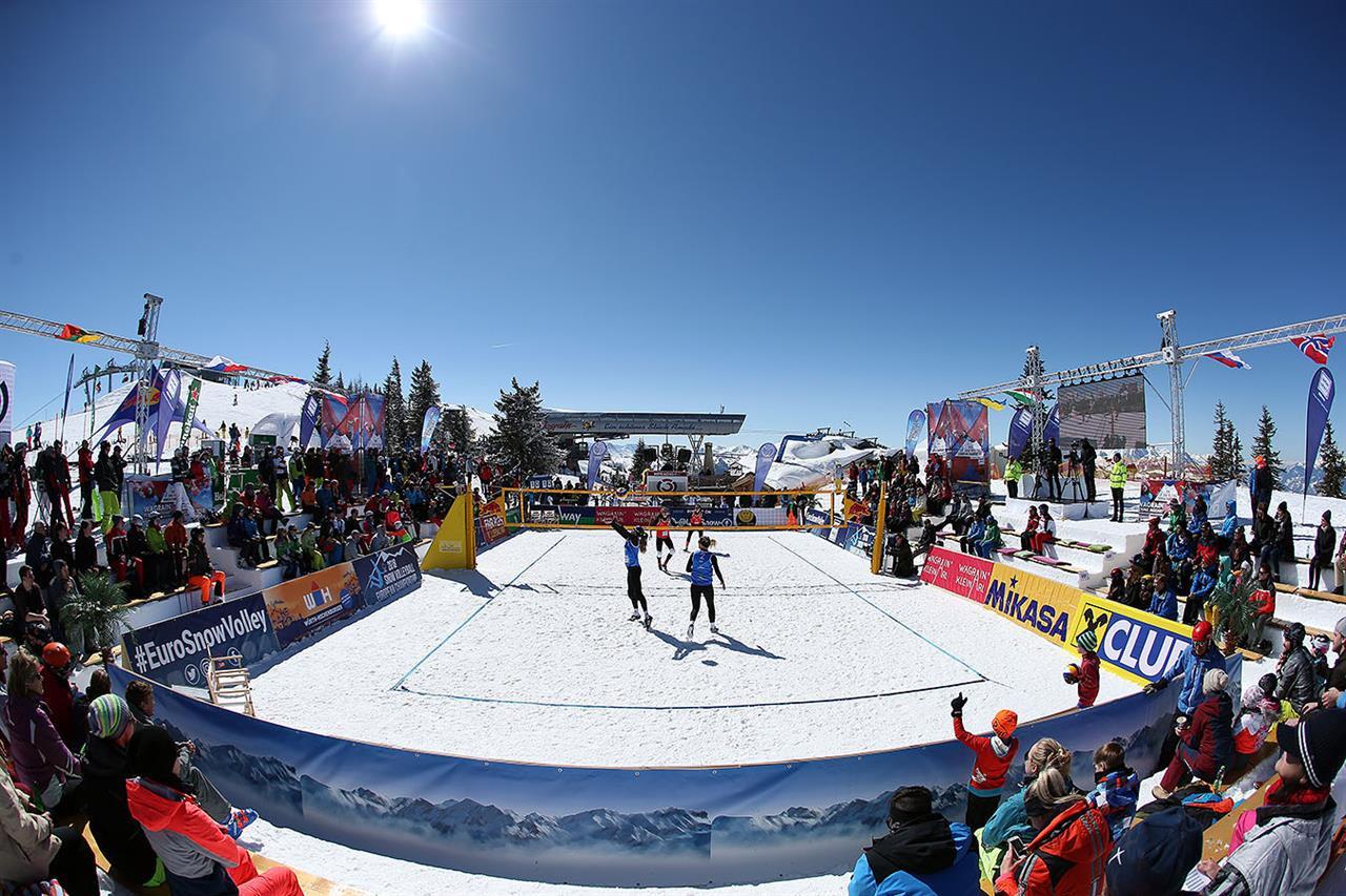 Czech top seeds beaten at European Snow Volleyball Championships