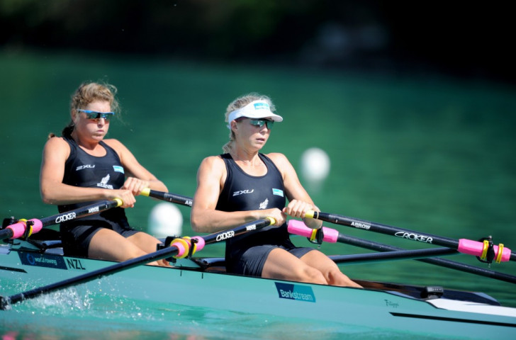 New Zealand's Zoe Stevenson (right) and Eve McFarlane defended their women's double sculls world title in a race where the British pairing of Katherine Grainger and Vicky Thonrley faded to last place ©Getty Images