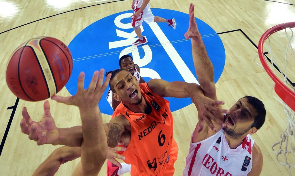 Dutch return to top tier in style with thrilling victory as EuroBasket 2015 opens