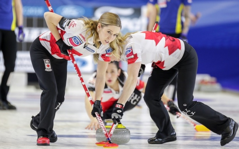 Canada took full advantage of a mistake from Sweden in the extra end to take gold ©WCF