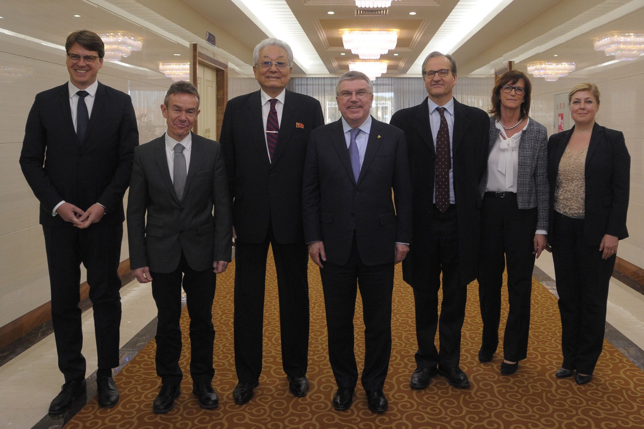 Thomas Bach and the IOC delegation in North Korea ©Getty Images