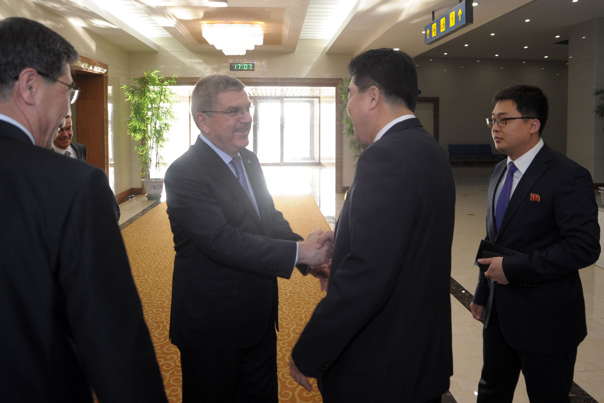 IOC President Thomas Bach meets North Korea's Sports Minister Kim Il Guk ©Getty Images