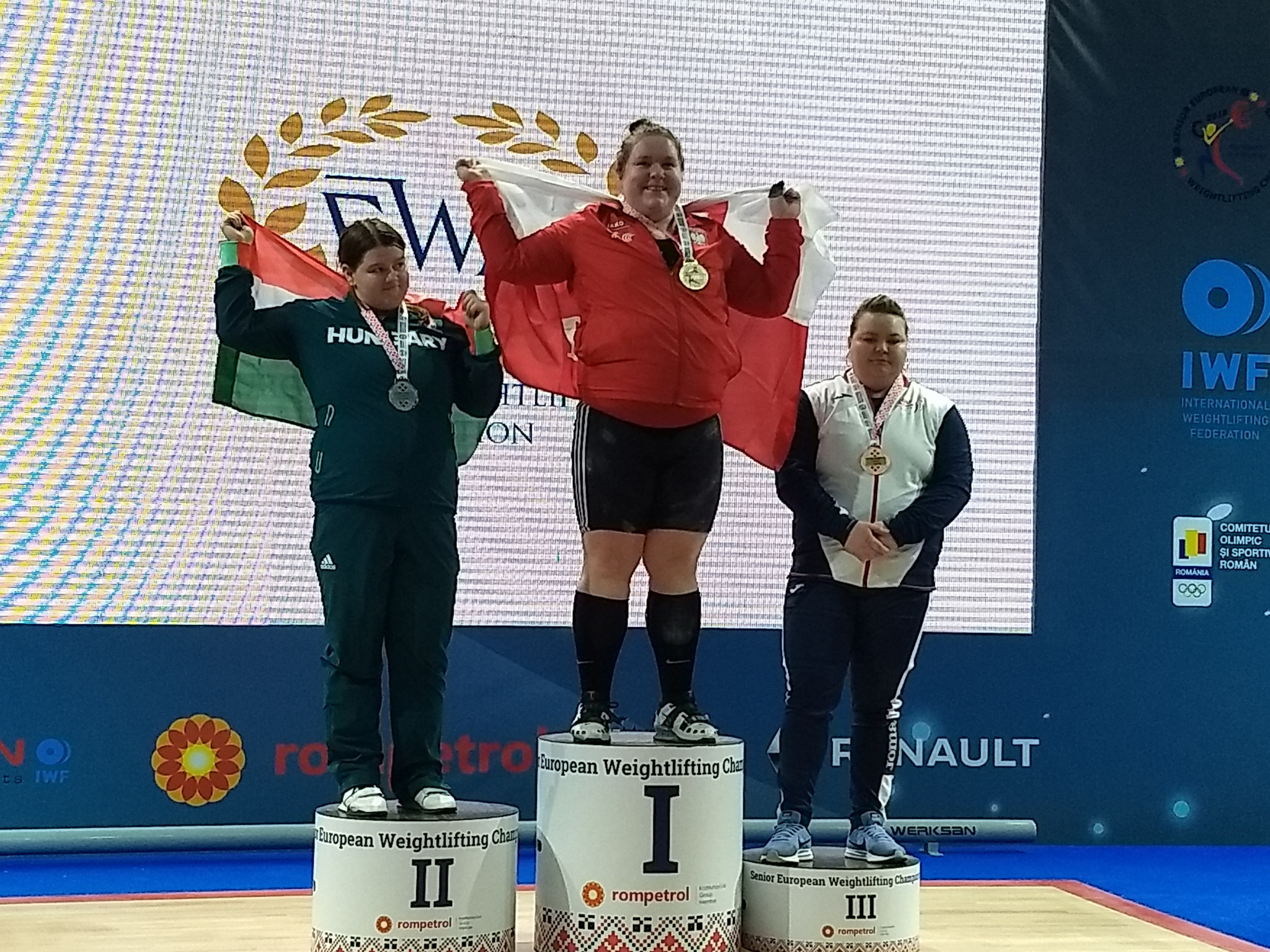 Aleksandra Mierzejewska, centre, made it a Polish double today at the European Championships when she won the women's 90kg title in Romania today ©Brian Oliver/ITG