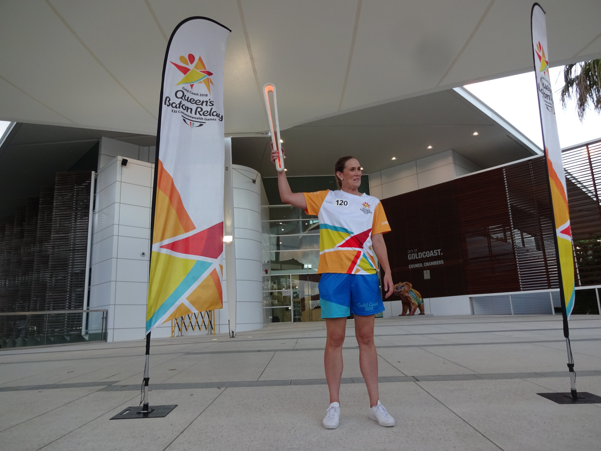 Swimmer Jodie Henry holds the Baton aloft ©ITG