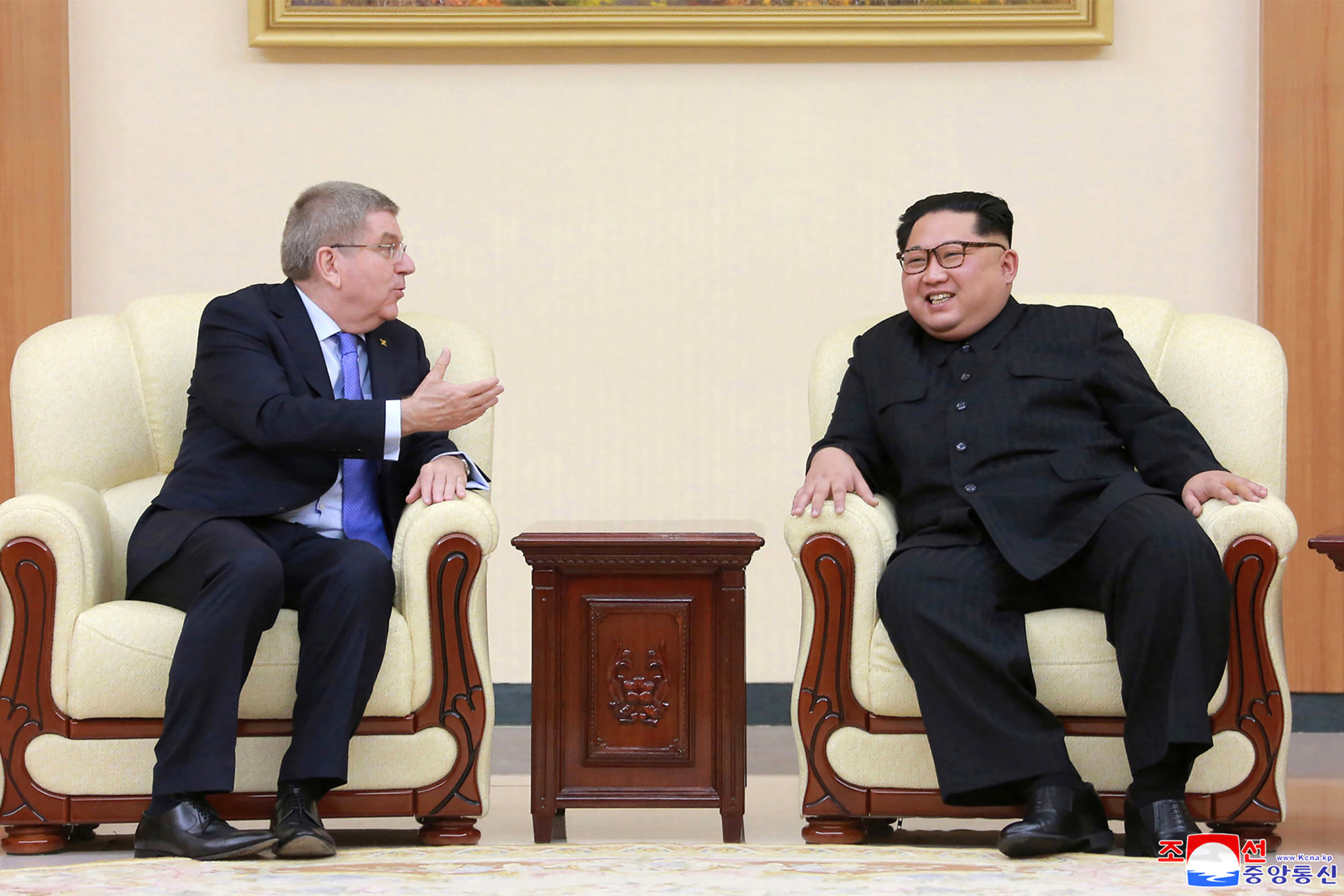 IOC President Thomas Bach, left, alongside North Korean Supreme Leader Kim Jong-Un ©Getty Images