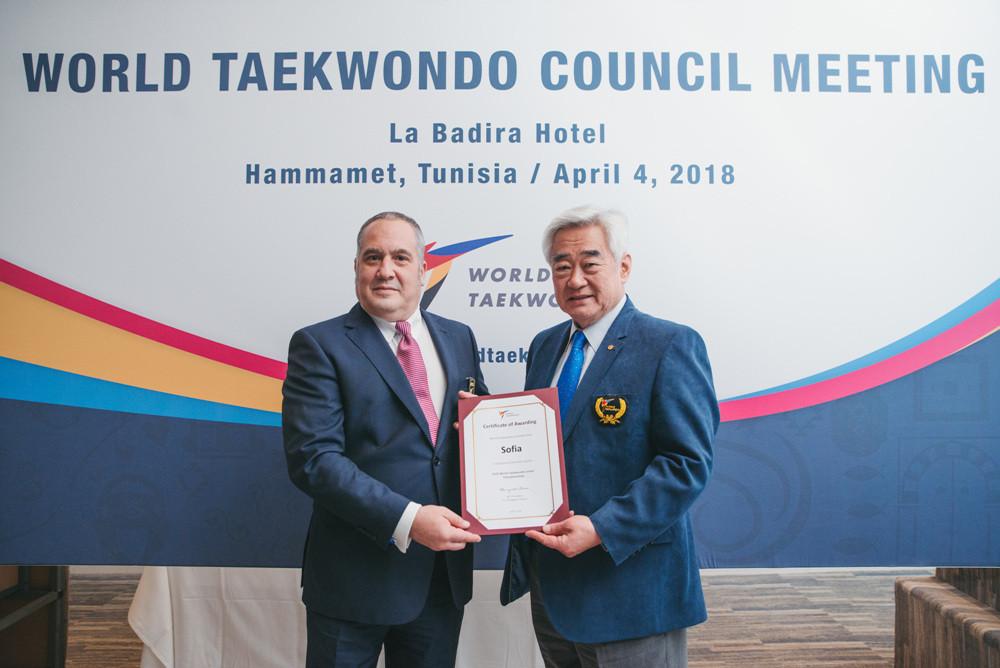 World Taekwondo President Chungwon Choue, right, awarding Sofia the 2020 World Taekwondo Junior Championships after the Bulgarian city was awarded the event at a Council meeting ©World Taekwondo