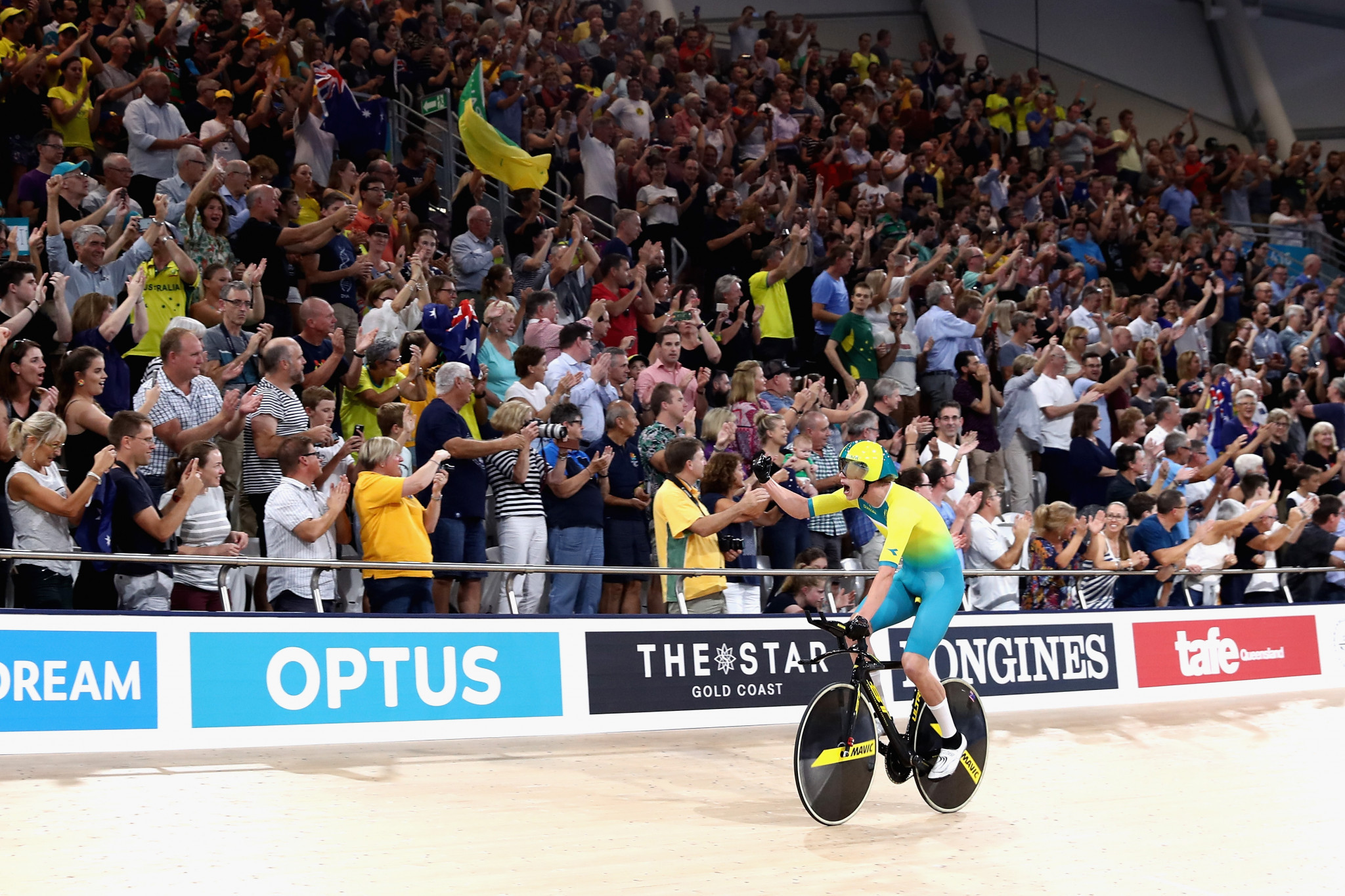 Men's team pursuit world record falls as Australians star on opening night of Gold Coast 2018 track cycling action