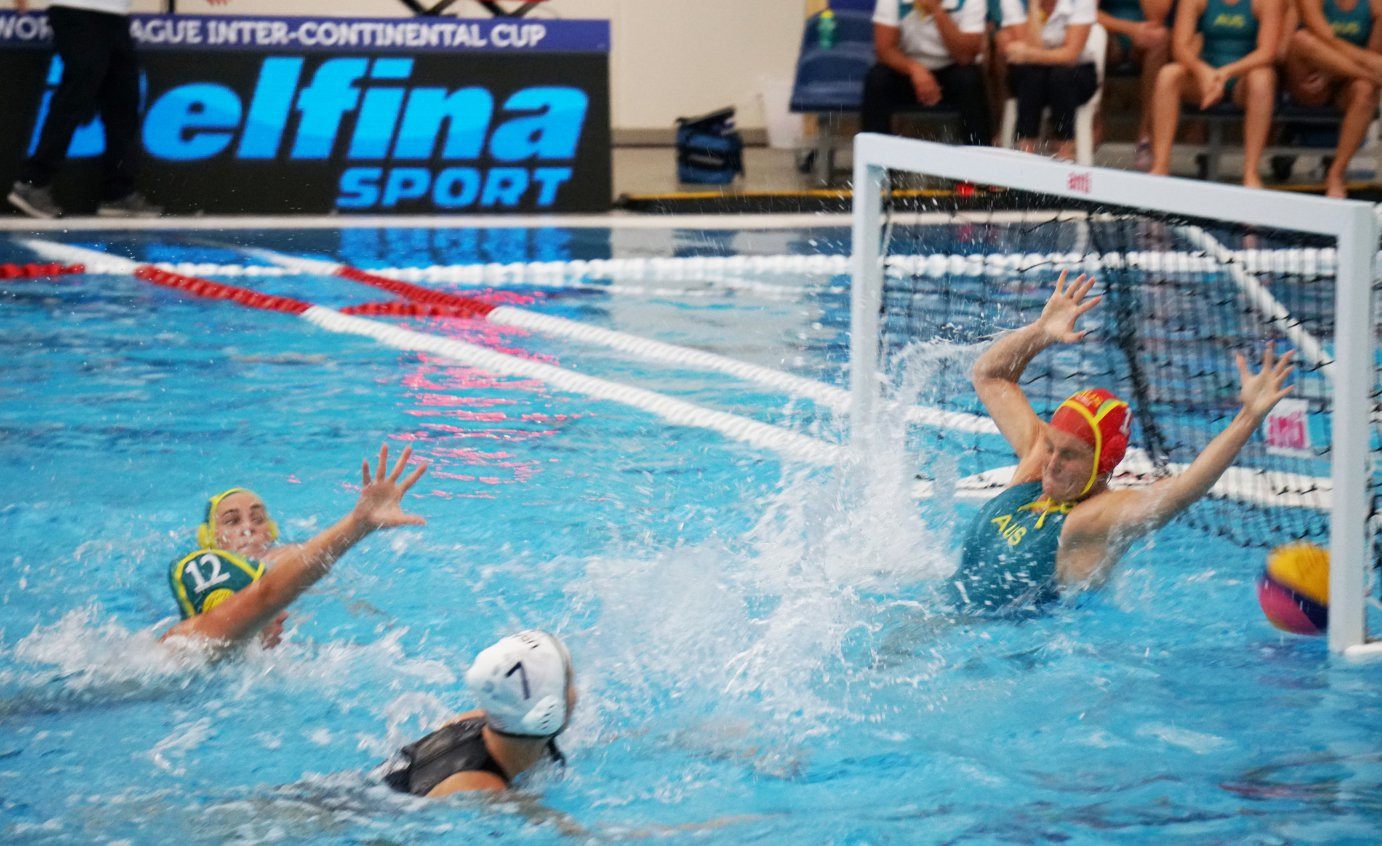 Australia's women in unusual defensive mode in their 20-2 win over New Zealand 2 at the Women's Water Polo World League Intercontinental Cup in Auckland ©FINA