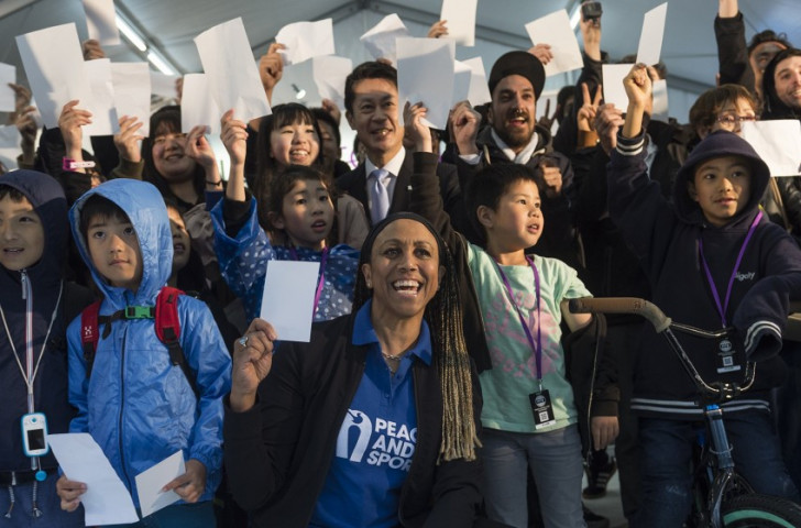Former Olympic athlete Charmaine Crooks, was in Hiroshima for an observance of the #WhiteCard campaign, a symbolic initiative celebrating the power of sport to promote peace ©FISE