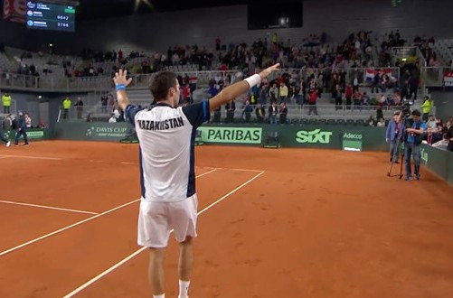 Kazakhstan's world number 92 Mikhail Kukushkin celebrates the win that brought his team level to 1-1 overnight with Croatia in their Davis Cup World Group quarter-final ©ITF