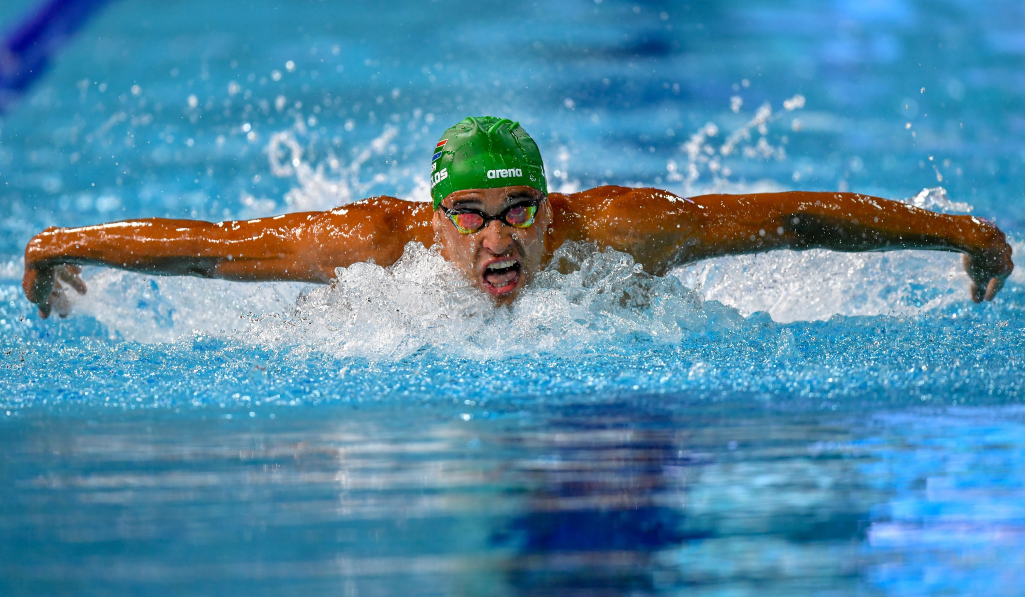 Le Clos becomes first man to win three successive Commonwealth Games swimming golds in same event