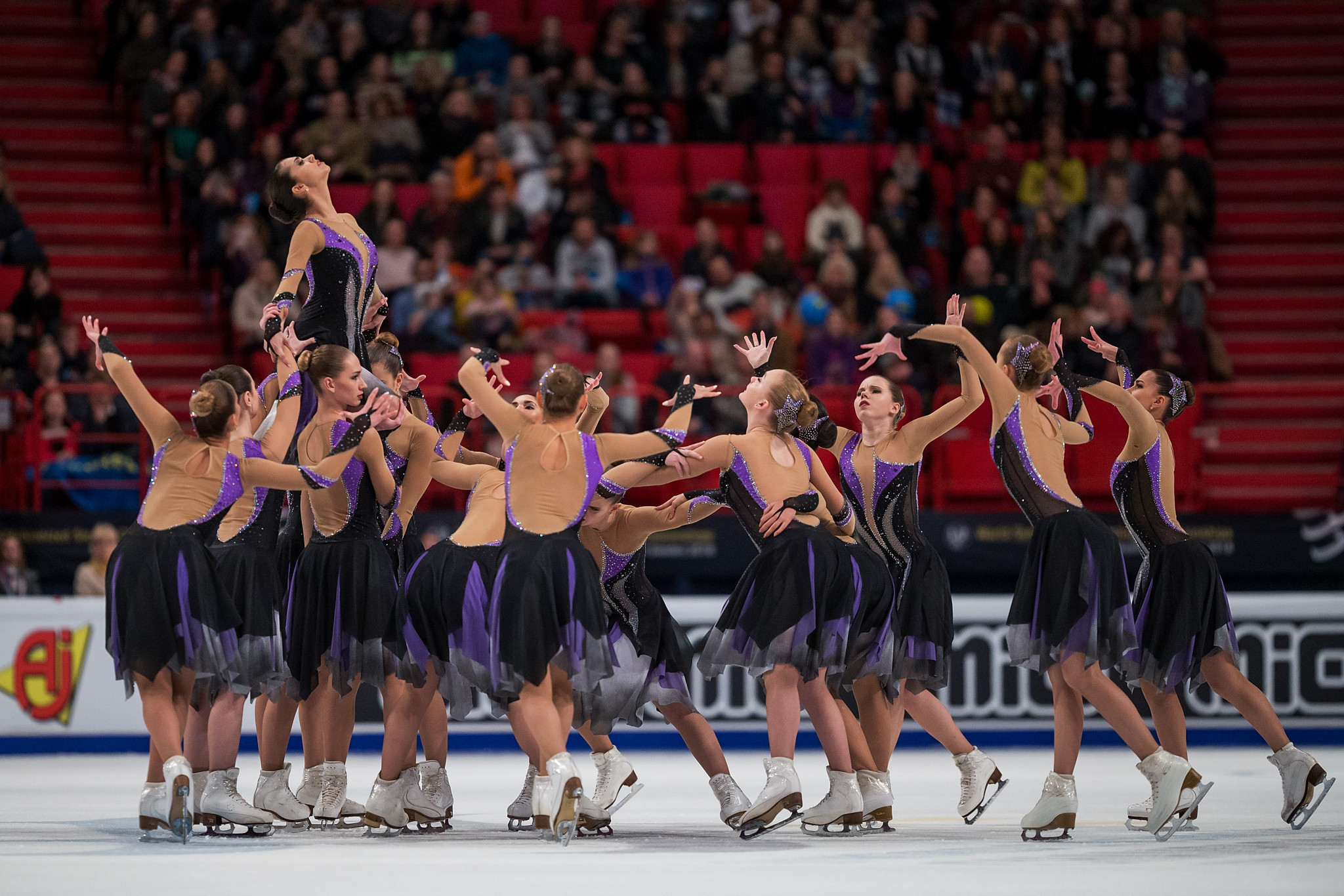 Paradise lost as faulty lift costs Russian team third ISU Synchronized Skating world title