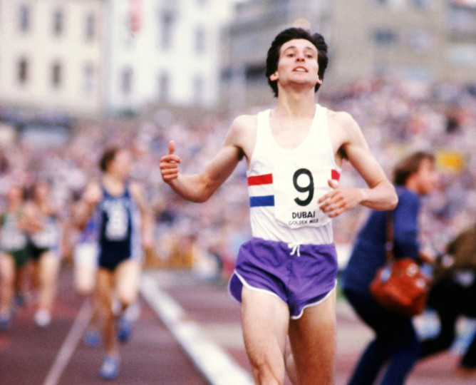 Sebastian Coe, pictured racing over the mile distance, is considering a revival of the distance at the Commonwealth Games ©Getty Images