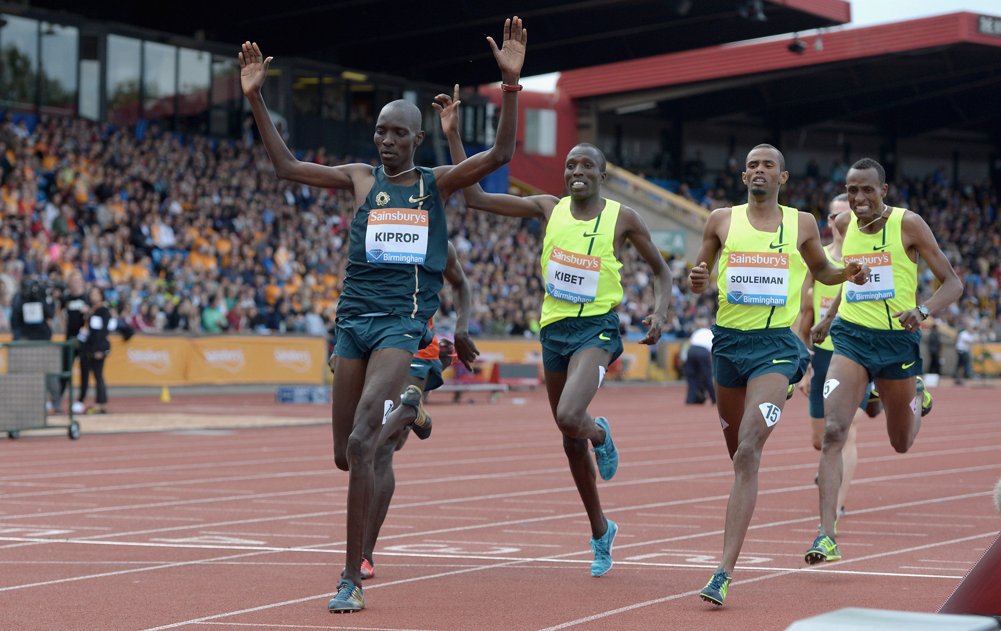 Kenya's Asbel Kiprop celebrates winning the Emsley Carr Mile in Birmingham in 2014 ©Getty Images