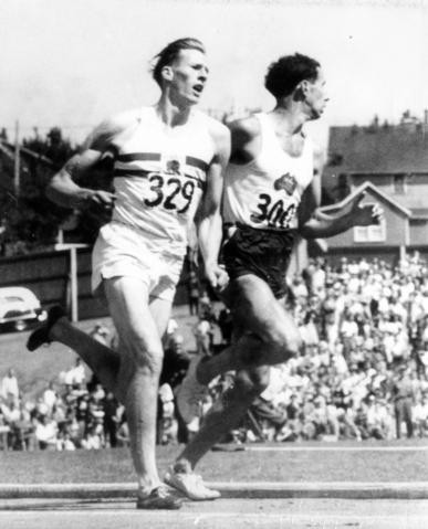 England's Roger Bannister passed John Landy on the outside during the final lap of the mile at the 1954 British Empire Games in Vancouver as his Australian rival looked over his other shoulder ©Getty Images