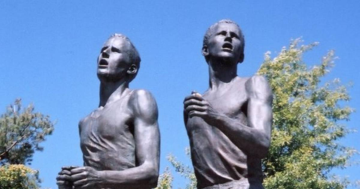 The famous race between Roger Bannister and John Landy has been immortalised by a statue in Vancouver ©Wikipedia