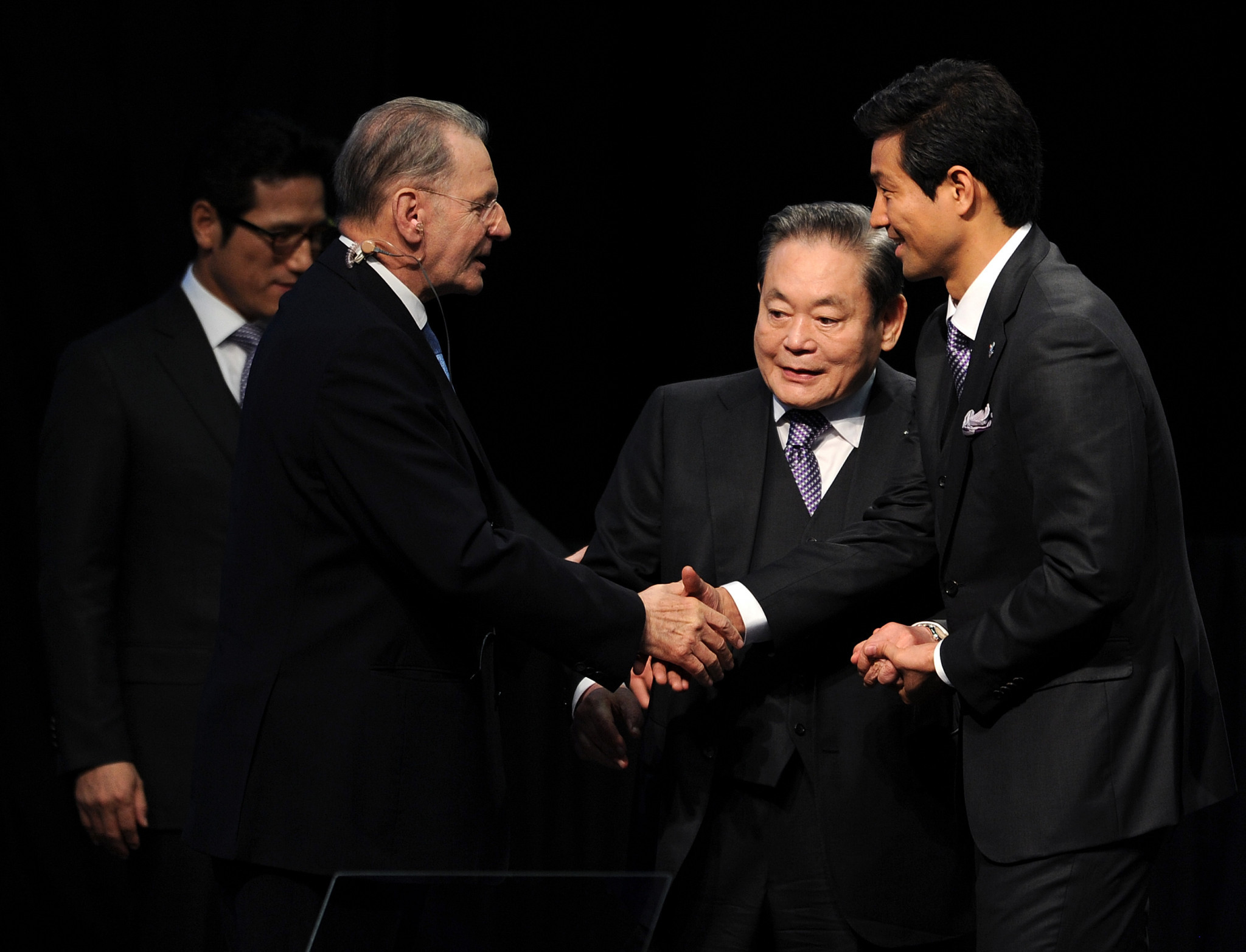 Kun-Hee Lee, centre, pictured with former IOC President Jacques Rogge after Pyeongchang were awarded the 2018 Winter Olympics ©Getty Images