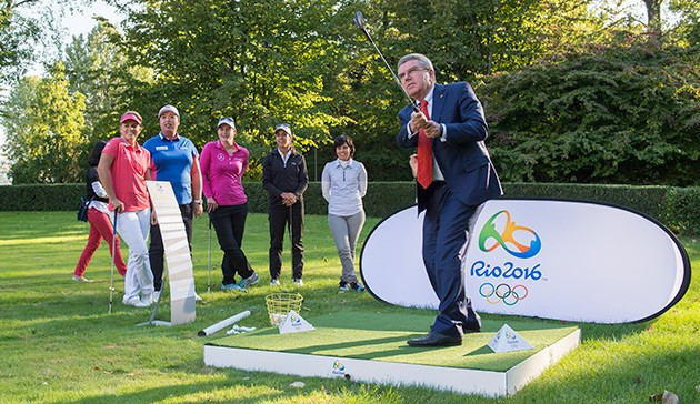 Thomas Bach enjoys a game of golf at the IOC's HQ ©IOC