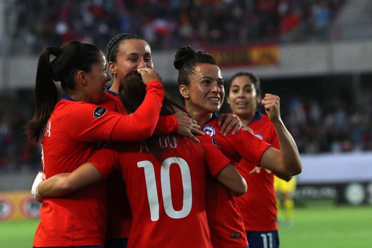 Chile progressed to the final stage of the tournament after a win over Peru ©Twitter/CAFemChile2018