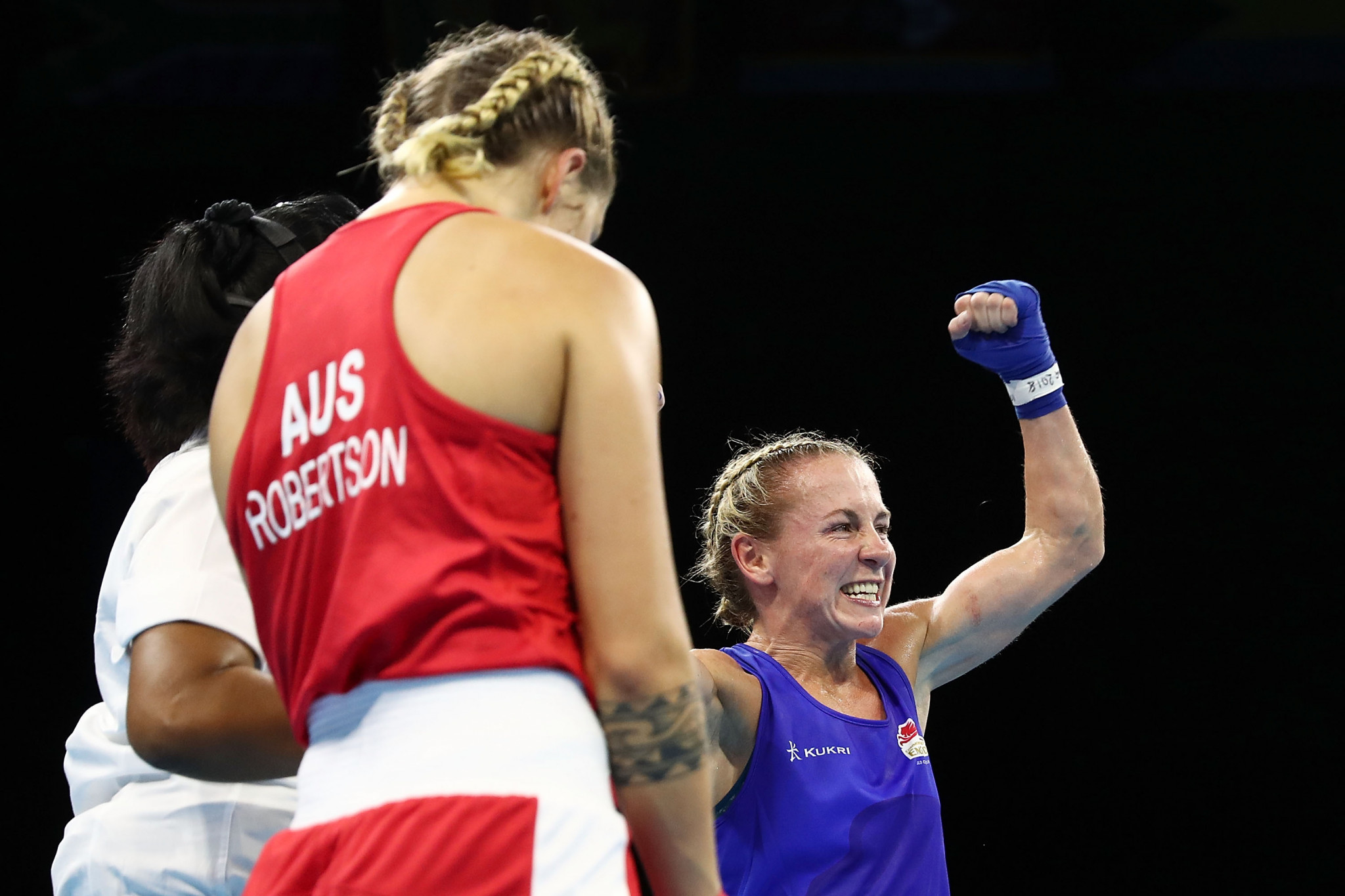 Taylah Robertson, left, lost her only bout at Gold Coast 2018 but still won a bronze medal ©Getty Images