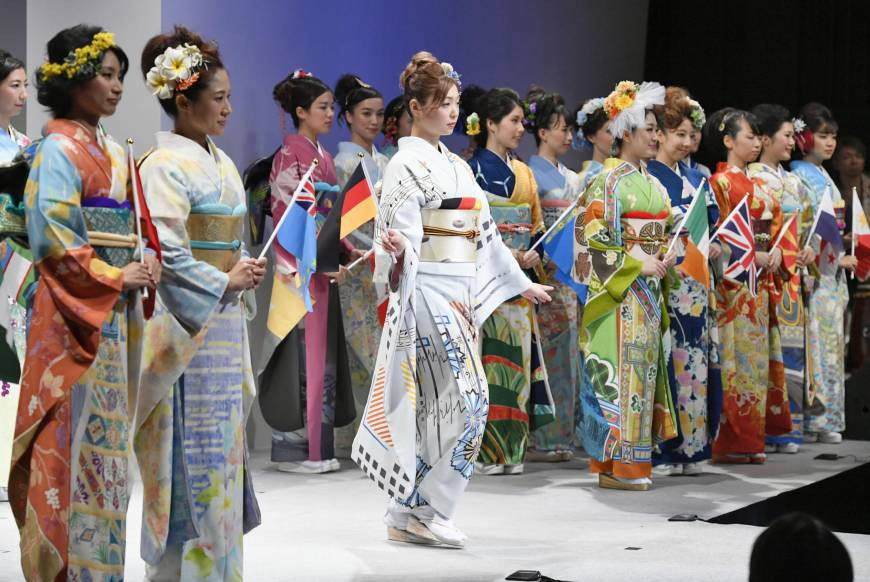 World kimono project for Tokyo 2020 unveils first garment