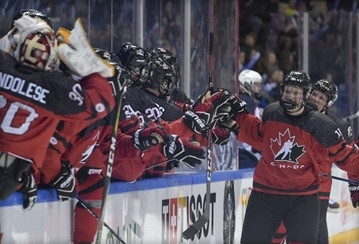 Canada beat United States in 10-goal thriller at IIHF U18 World Championship
