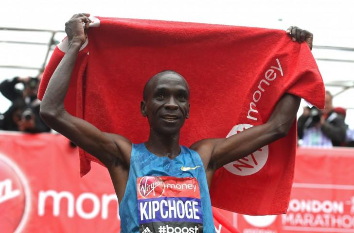Kenya's Eliud Kipchoge won a fascinating men's London Marathon ahead of compatriot Wilson Kipsang