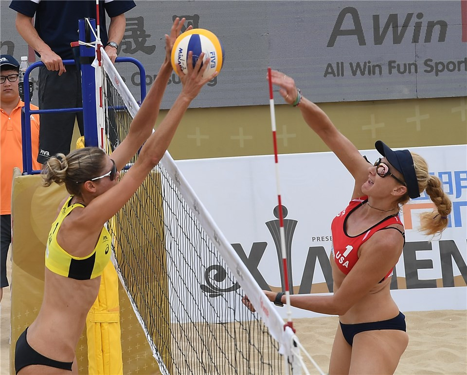 Sarah Pavan, left, jumps to it in Canada's match against US pairing  Jennings and Branagh in Xiamen ©FIVB