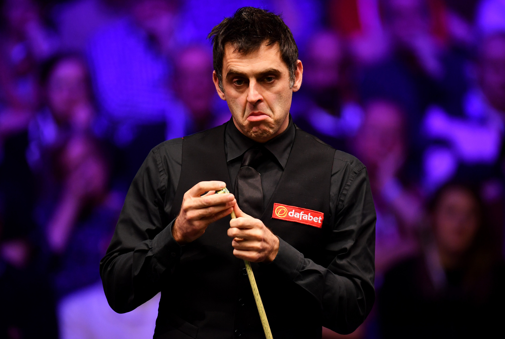 Ronnie O'Sullivan suffers nightmare start in Sheffield