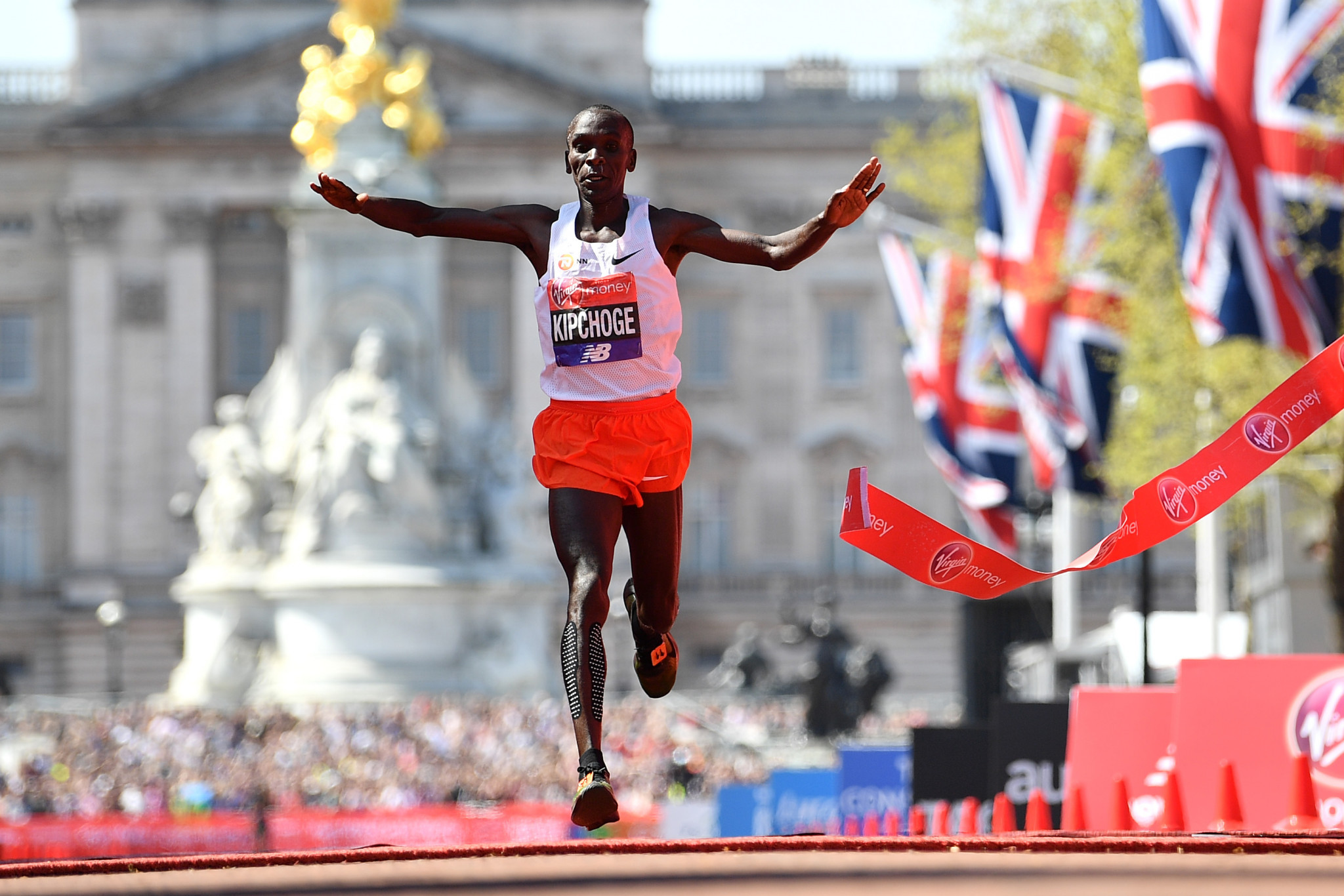 Kenya's Eliud Kipchoge dominated the men's race and claimed a third Virgin London Marathon win ©Getty Images