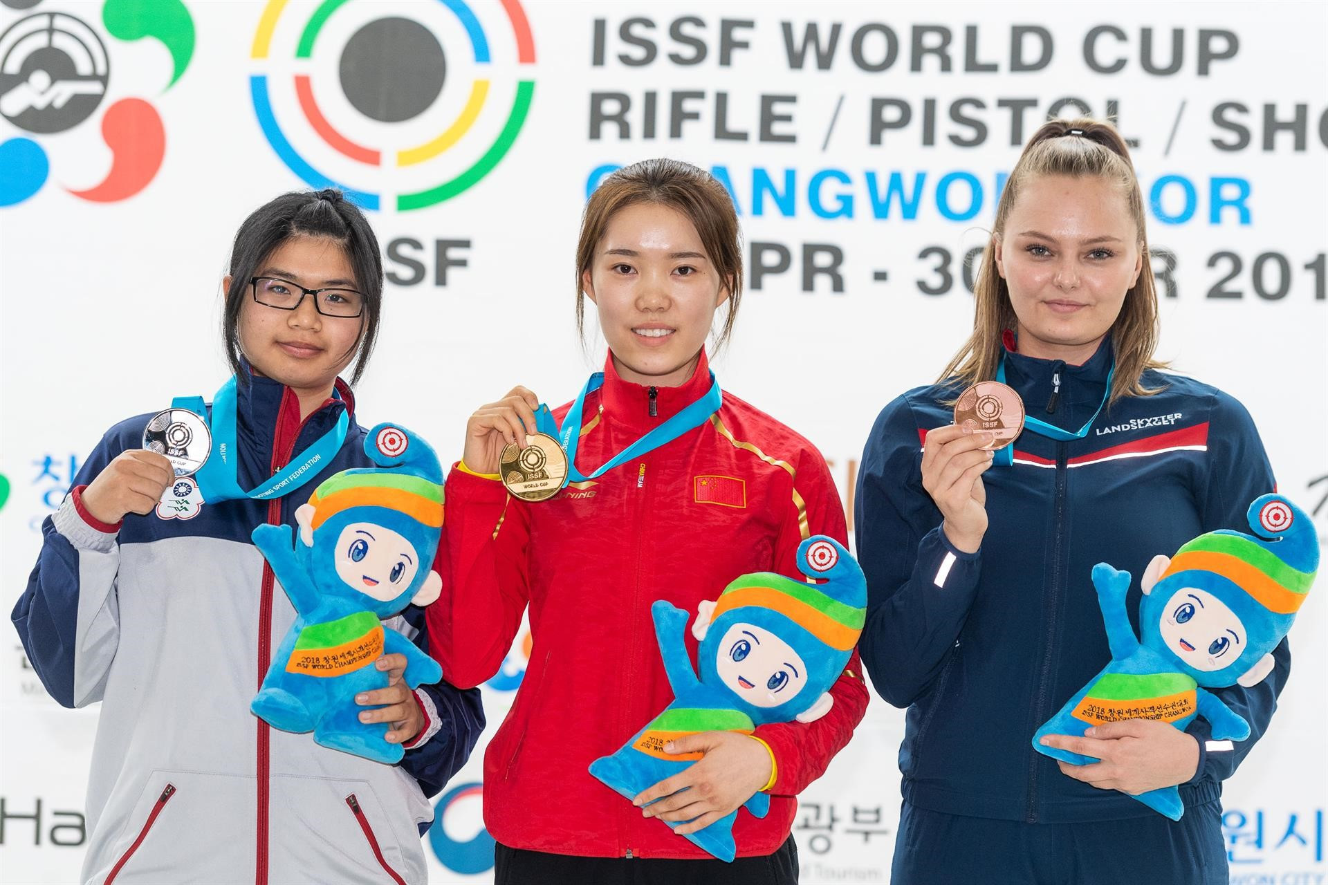 Chinese teenager sets world record to win gold medal on ISSF World Cup debut in Changwon