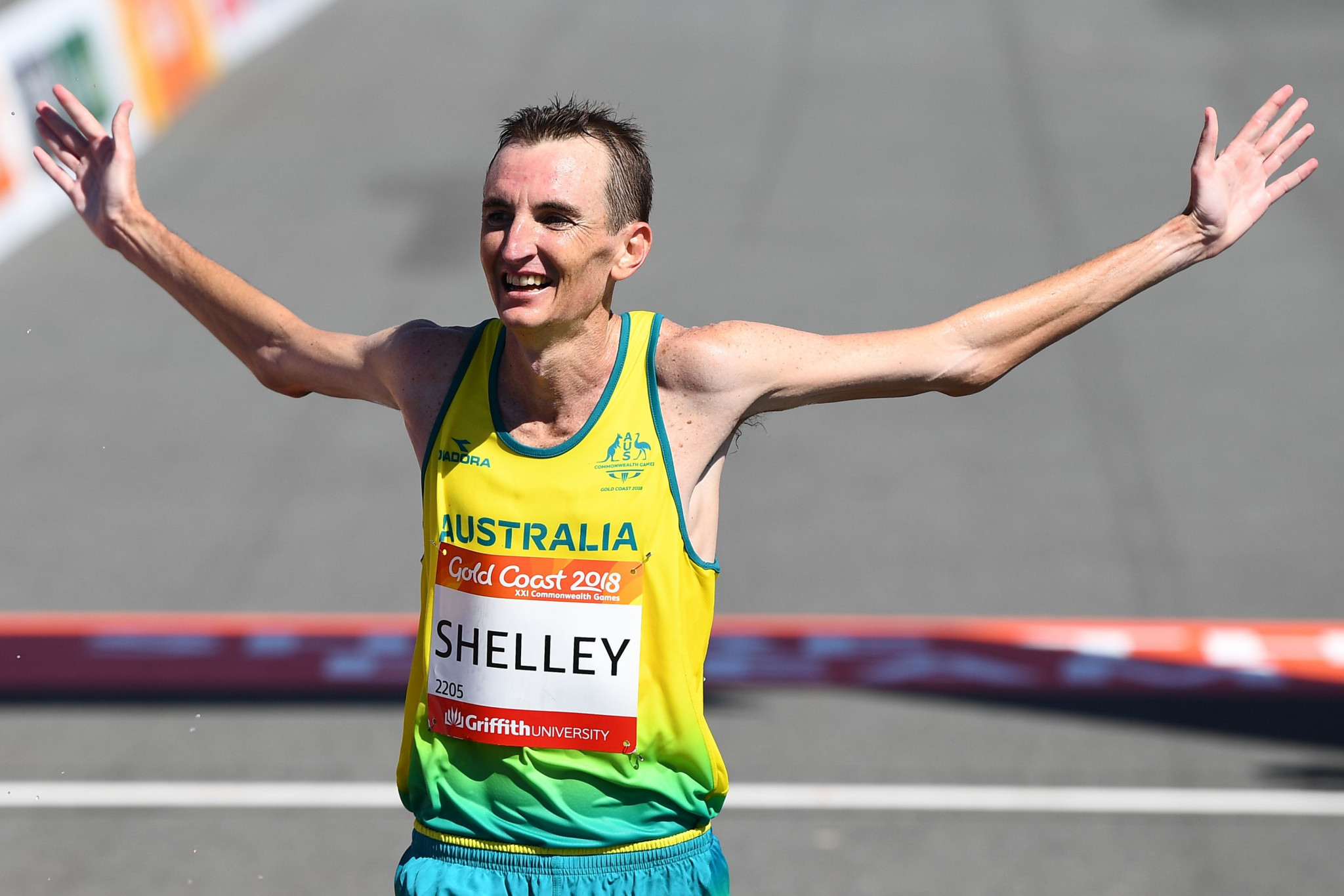 Shelley distressed by online abuse for not stopping to help stricken Hawkins in Gold Coast 2018 marathon