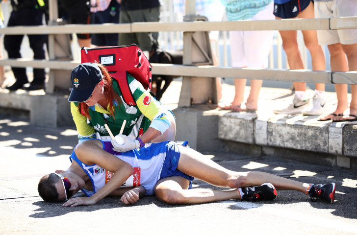 Scotland's Callum Hawkins is given medical attention after collapsing for the second time while leading the Commonwealth Games marathon by more than two minutes in Gold Coast ©Getty Images