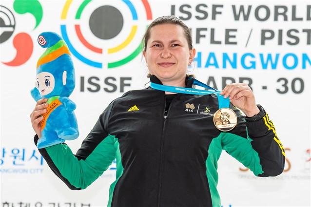 Australia's Elena Galiabovitch won the women's 25m pistol following a close encounter against China's Lin Yuemei ©ISSF