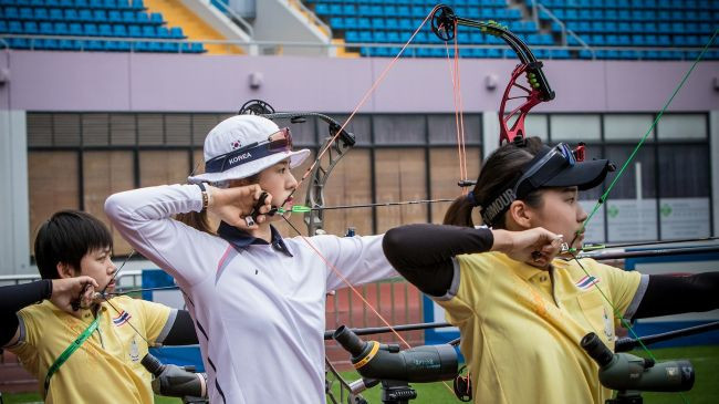 South Korea's Choi Bomin, centre, finished top of the women's compound qualification rankings ©World Archery