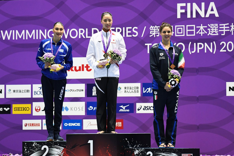 Yukiko Inui, centre, celebrates her gold medal ©FINA/Hiroyuki Nakamura