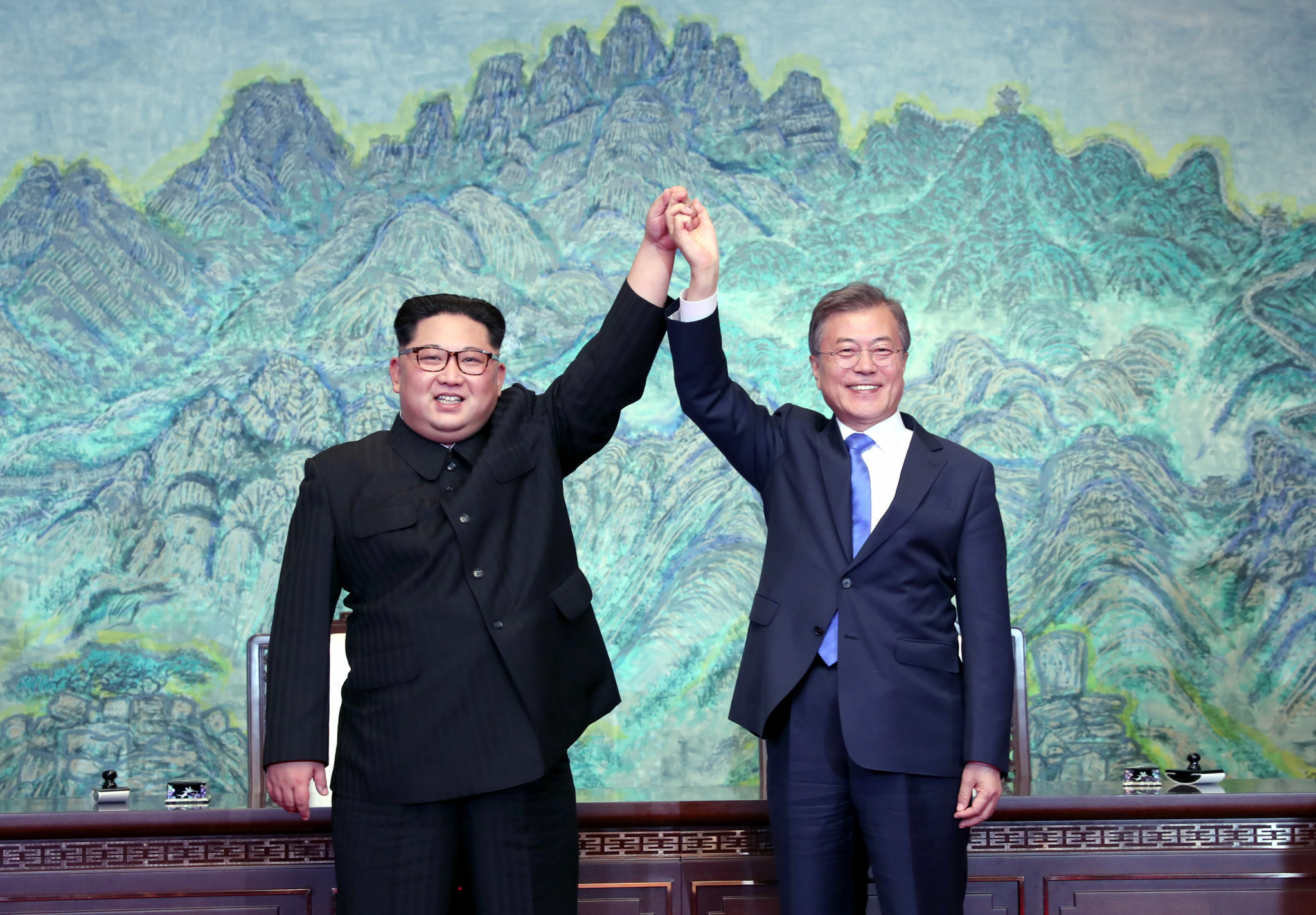 "South Korean President Moon Jae-in, right, and North Korea's Supreme Leader Kim Jong-un, left, have reaffirmed their commitment to ""complete denuclearisation"" ©Getty Images"