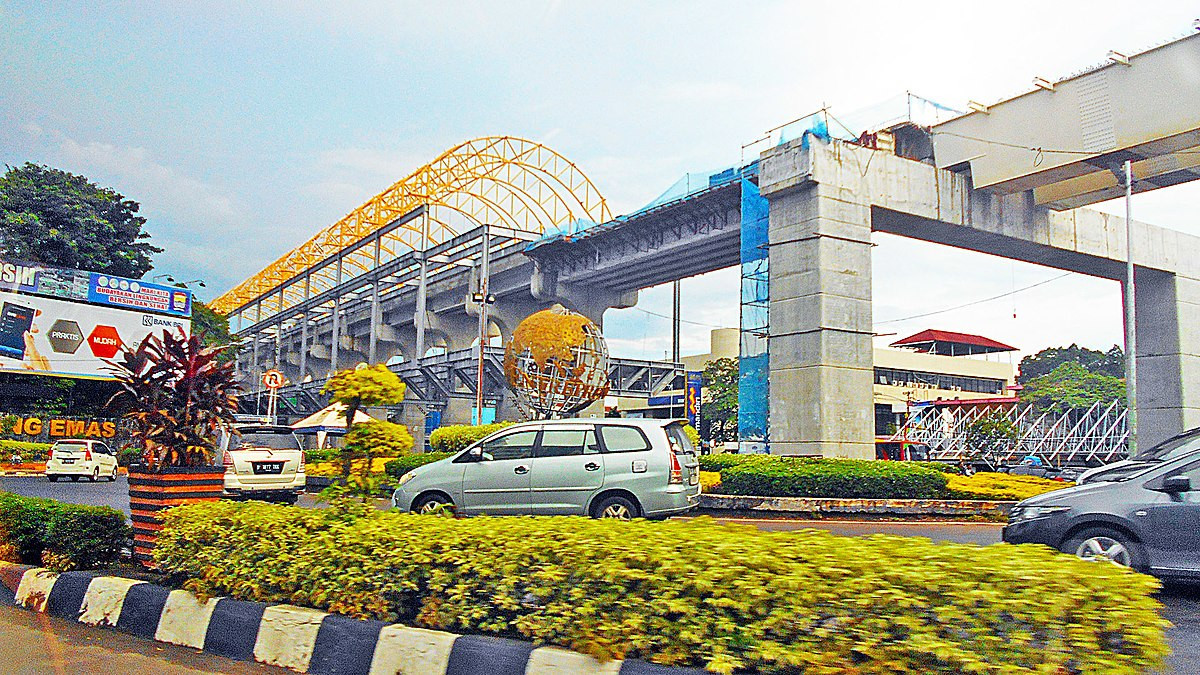 The Palembang light rail transit is among the infrastructure projects for the Asian Games contributing to the indonesian economy, the country's National Development Planning Agency claims ©Wikipedia