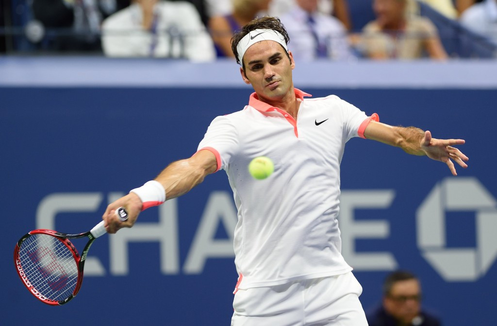 Roger Federer cruises into semi-finals at US Open to book all Swiss clash