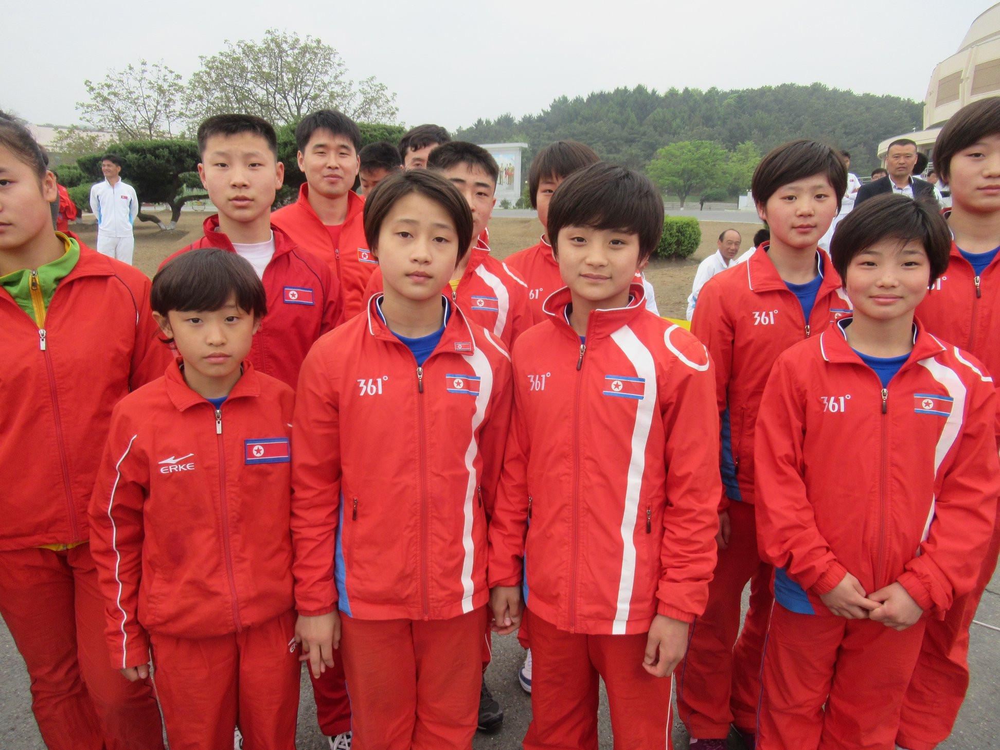 Athletes pose after the North Korean Fun Run ©OCA/Jeremy Walker