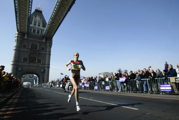Paula Radcliffe, pictured en route to her 2003 world marathon record, has had her claims of being a clean athlete backed up by blood test sample figures released by Sky News ©Getty Images
